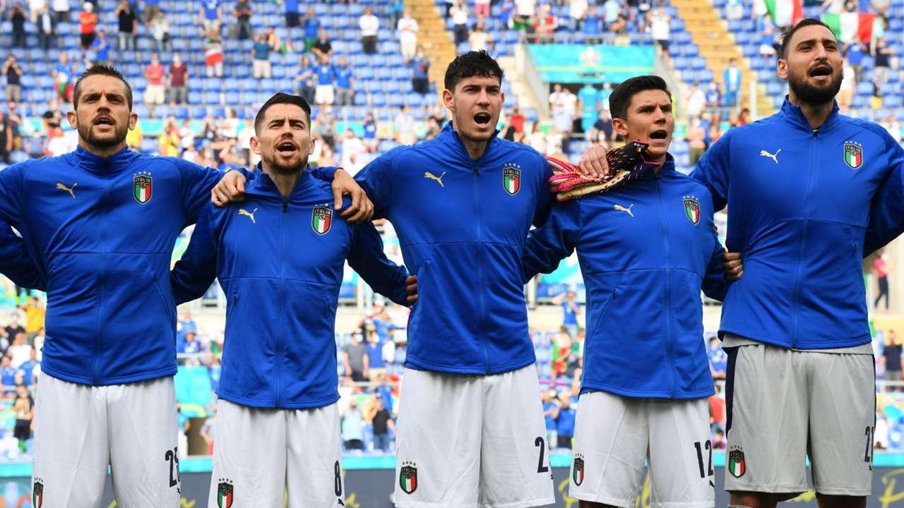 Italian players Italy Wales European Championship