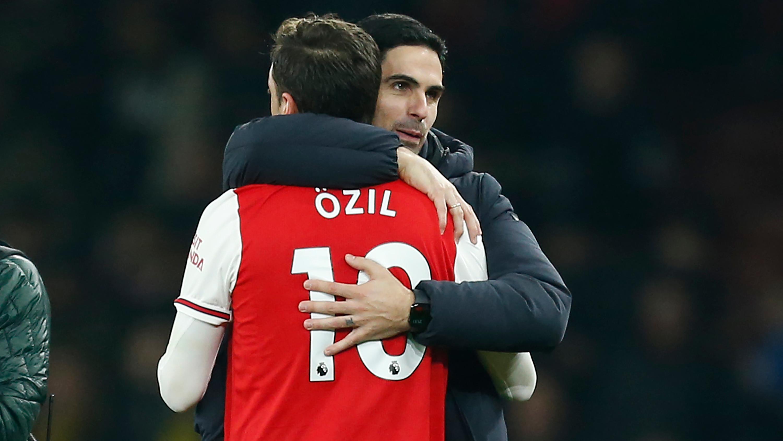 Ozil prêt à aller au bout de son contrat avec Arsenal