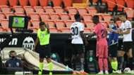 El árbitro Gil Manzano y el VAR en el Valencia vs. Real Madrid