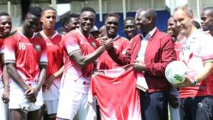 William Ruto with Kenya players Victor Wanyama.