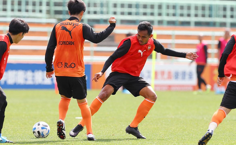 สถานการณ์ยังน่าห่วง! ชิมิสุ สั่งงดซ้อมสองสัปดาห์ | Goal.com
