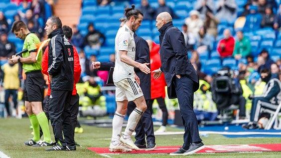 Les 5 remplacements autorisés toute la saison 2020 — FIFA