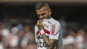 Daniel Alves é dúvida no São Paulo contra o Cruzeiro, mas Antony fica à disposição