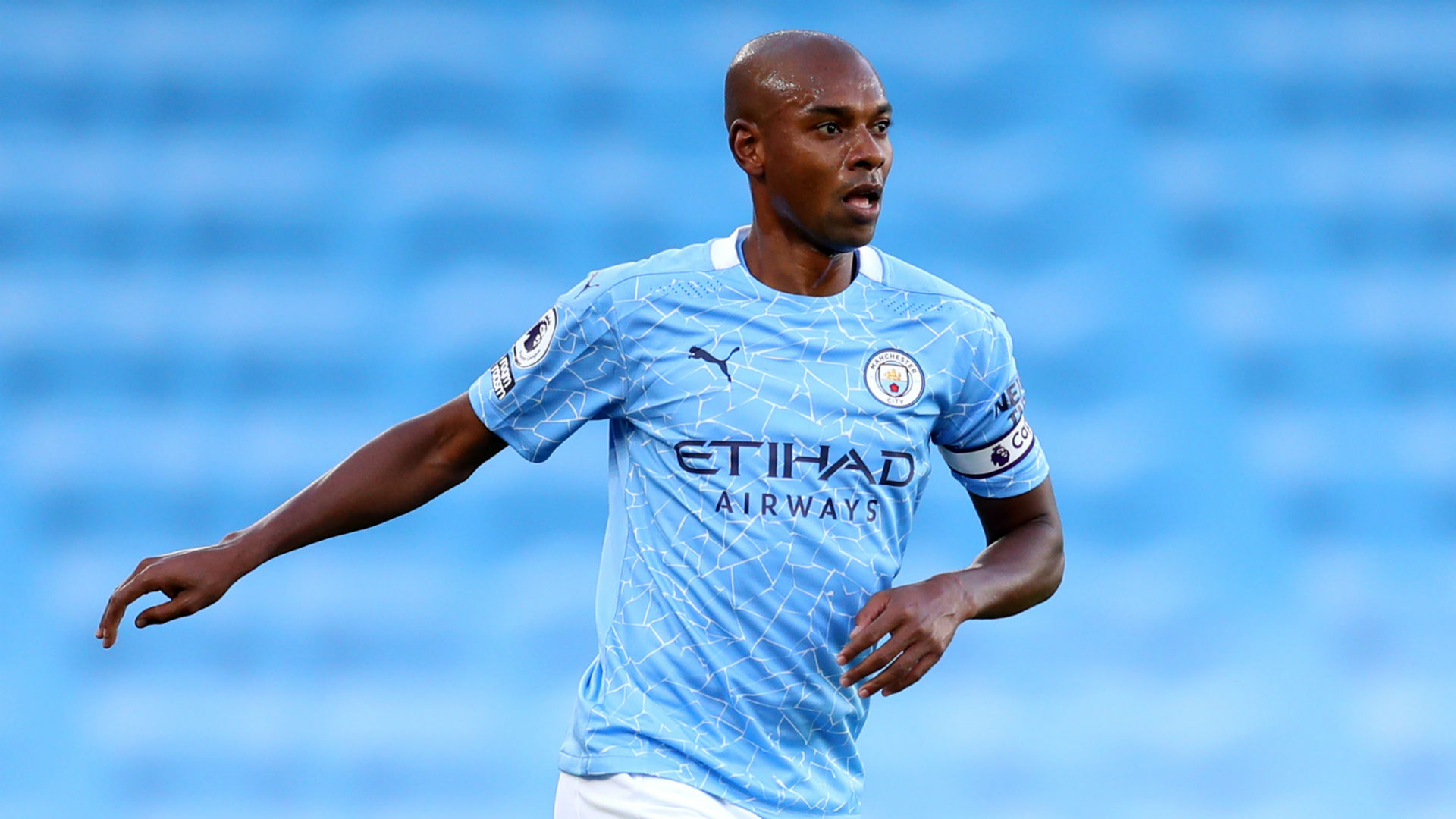Fernandinho has offers from Brazil & Europe as Man City contract runs down