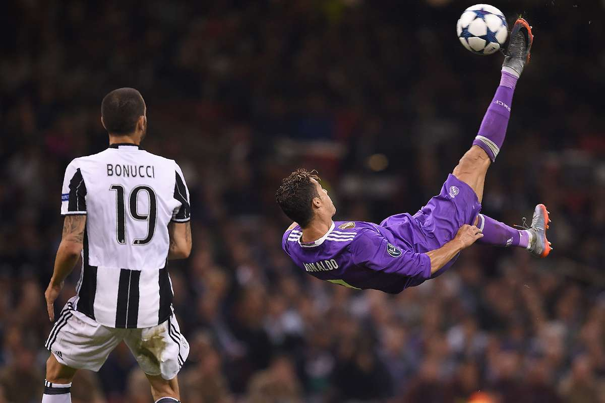 How To Do A Bicycle Kick In Football Cristiano Ronaldo Zlatan Ibrahimovic The Best Overhead Goals Goal Com