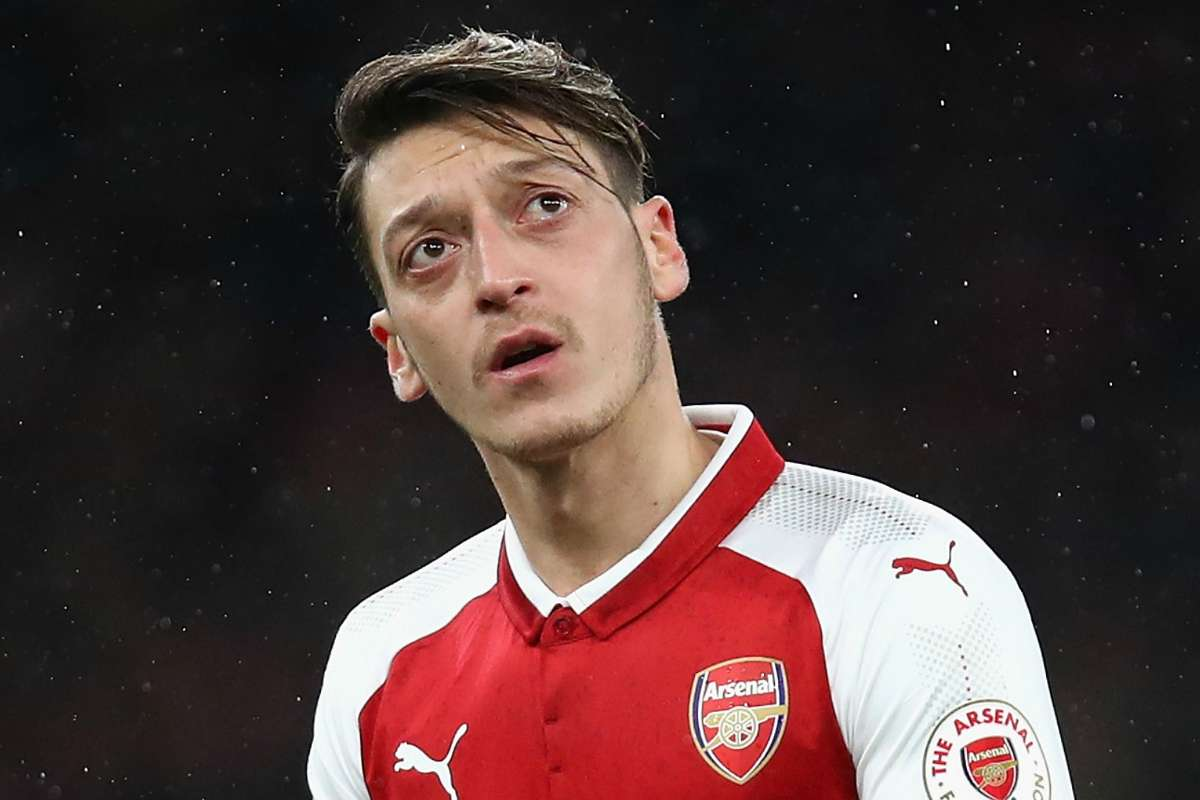 Arsenal Contract News Alexis Sanchez Gone And Mesut Ozil Yet To Sign Gunners Warned By David Seaman They Are Being Left Behind Goal Com