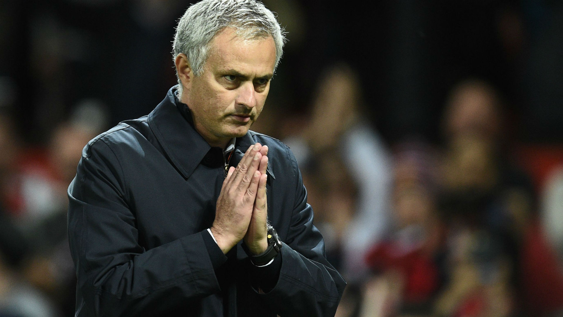 Mourinho gestures '4-0' to Man Utd fans in further apology for Chelsea disaster | Goal.com
