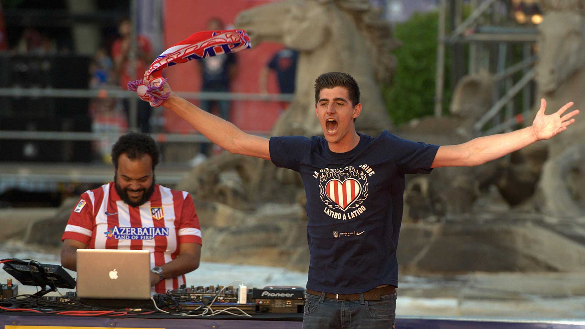 Thibaut Courtois celebrates title with Atletico Madrid
