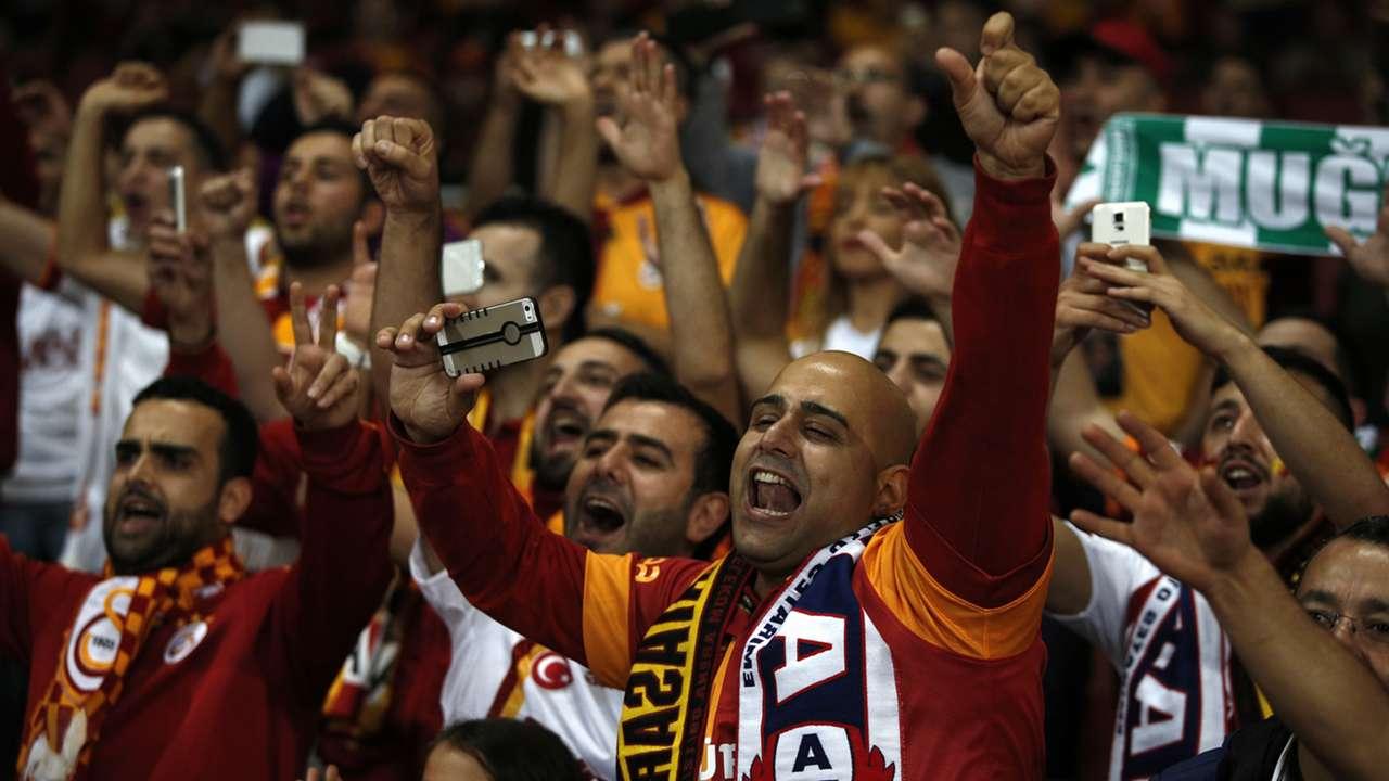 Flare Emirates Stadium Arsenal Galatasaray Champions League 01102014
