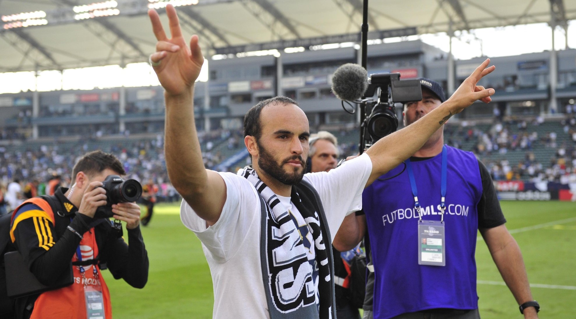 Donovan to be honored alongside Beckham with statue outside of Galaxy stadium