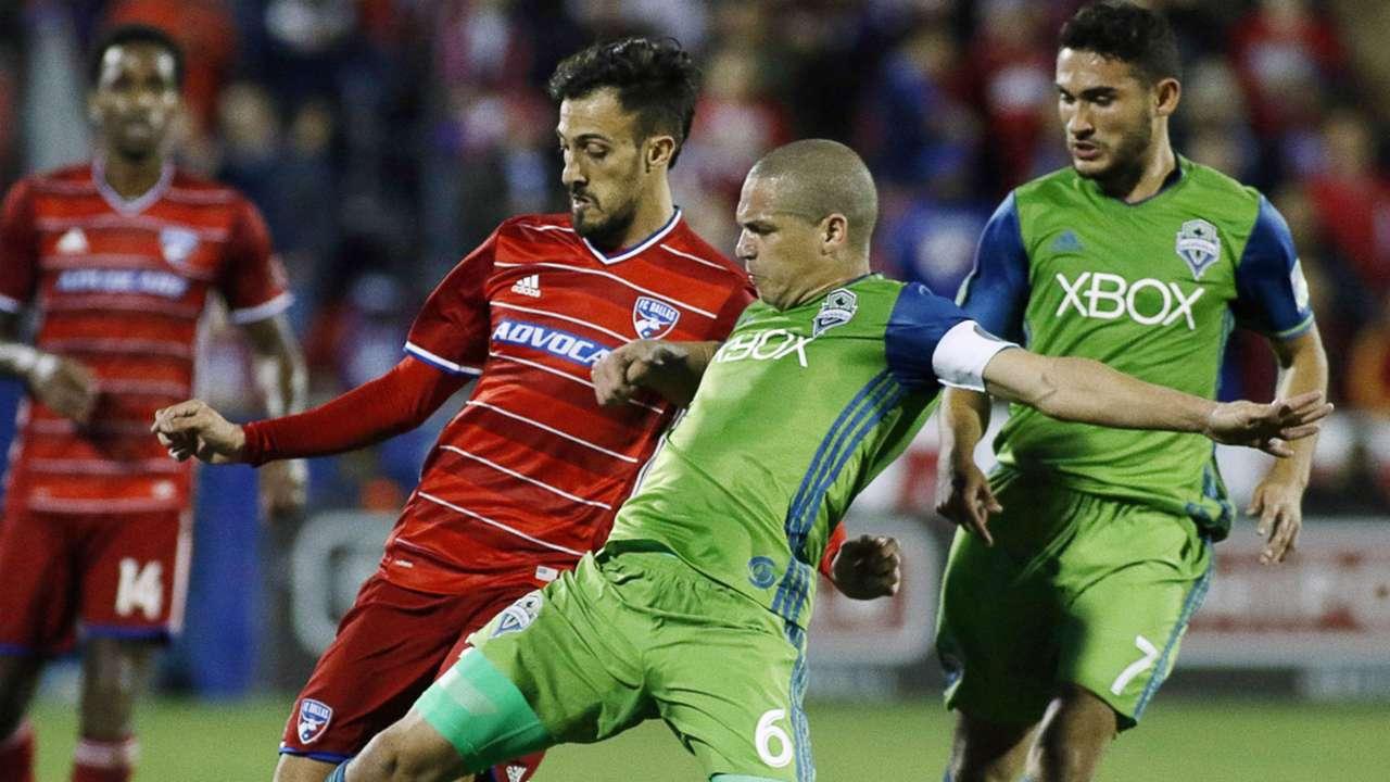 Osvaldo Alonso Max Urruti Seattle Sounders FC Dallas MLS 11062016