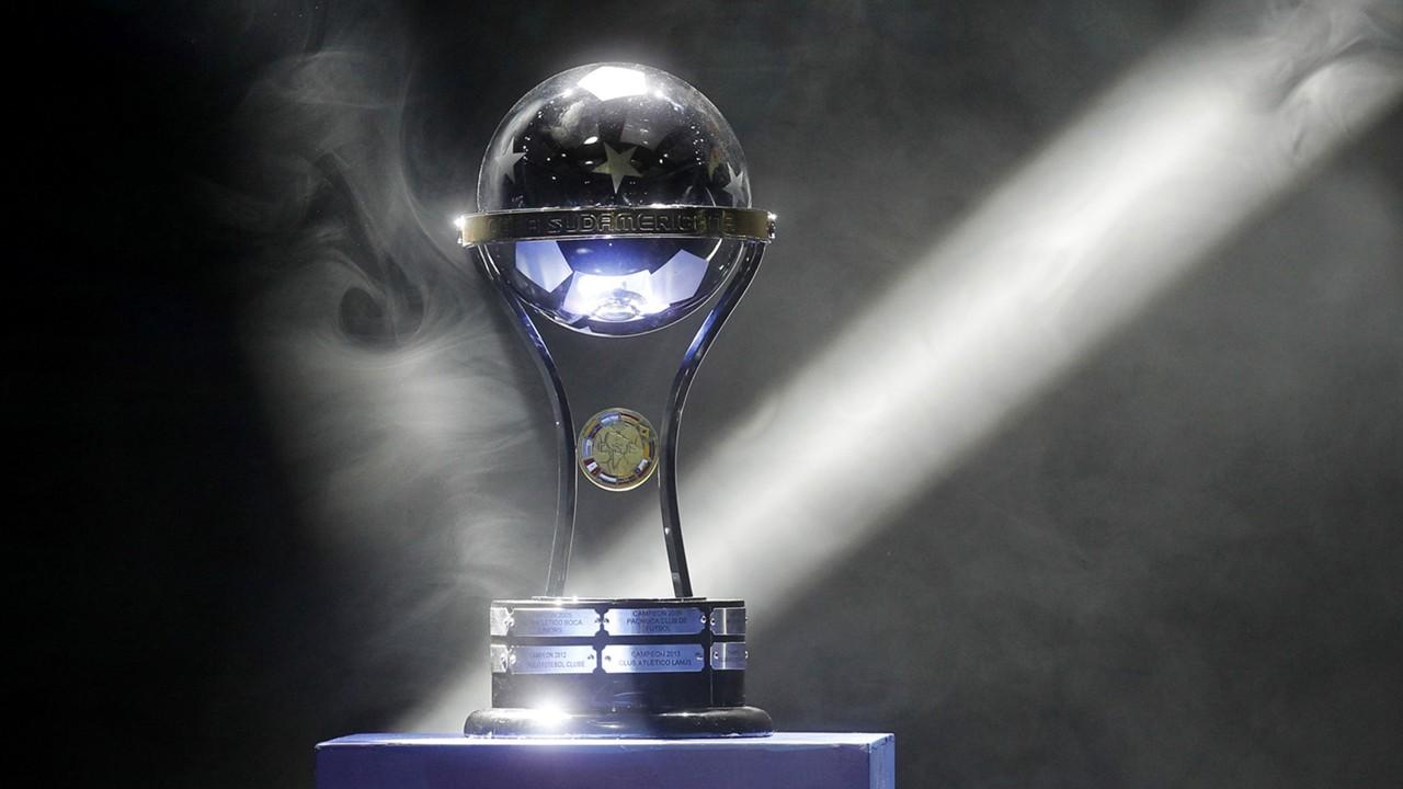 Copa Sudamericana trofeo