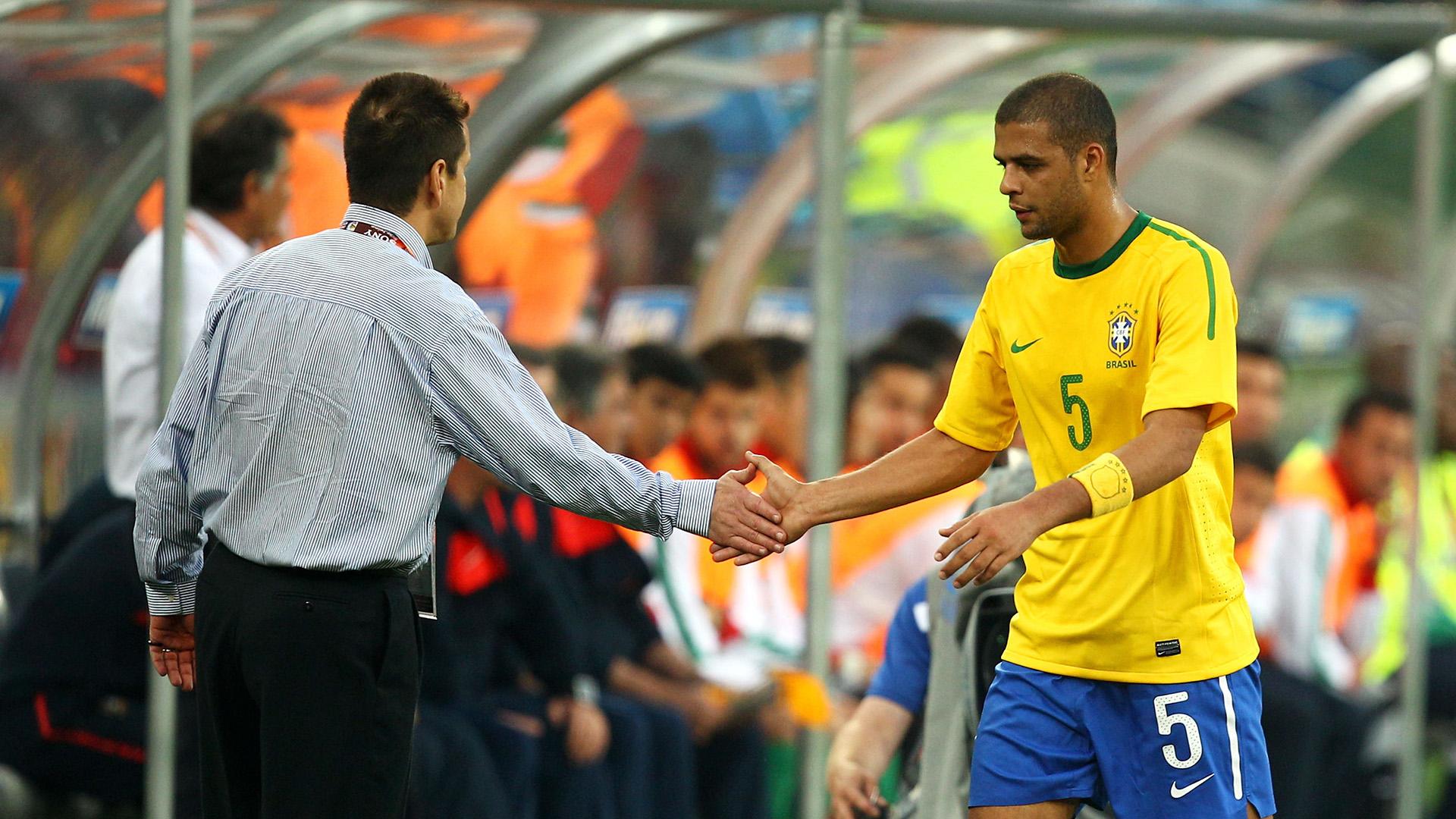 Felipe Melo Dunga Brazil 2010