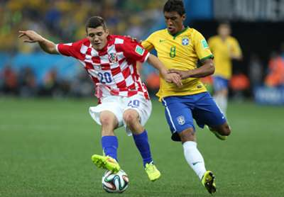 Mateo Kovacic Paulinho Brazil Croatia 2014 World Cup Group A 06122014