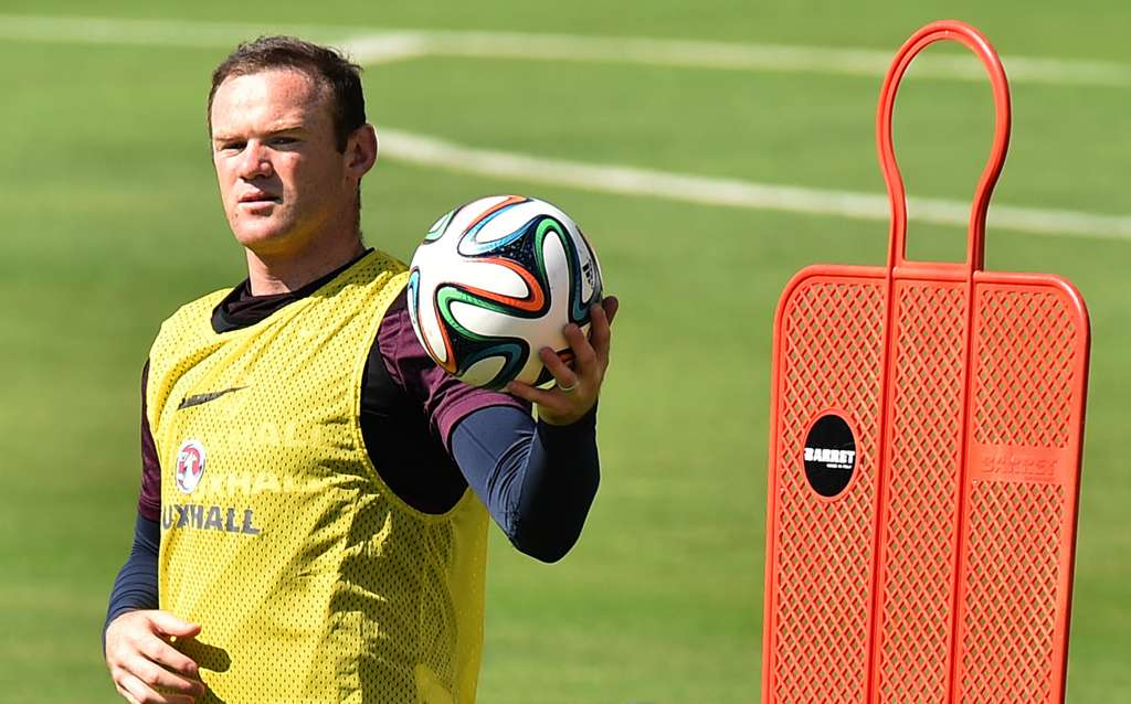 England training Urca Wayne Rooney