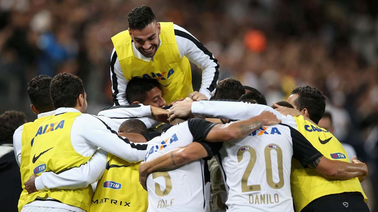 Comemora Corinthians Coritiba Campeonato Brasileiro 07112015