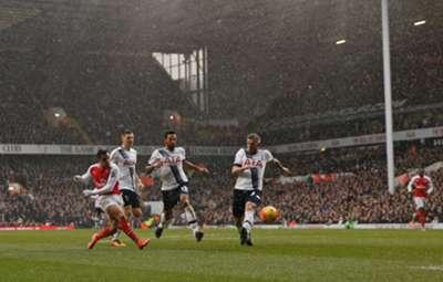 Alexis volvió al gol y le dio el empate a Arsenal.