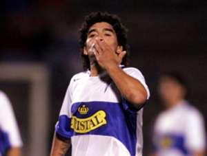 """Maradona jugó un amistoso para la UC en 2006. Pero antes, fue mencionado como refuerzo de la """"U"""" en 1995 y de Deportes Temuco en 1998."""