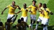 Pablo Armero baila con sus compañeros de Colombia tras gol a Grecia