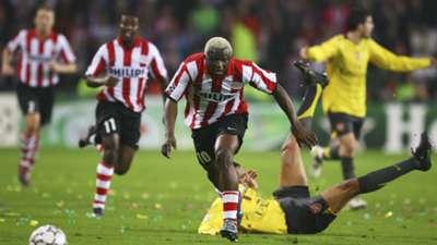 arouna kone gilberto - psv eindhoven arsenal - champions league - 20022007