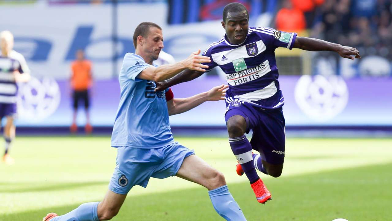 Frank Acheampong of Anderlecht and Timmy Simons of Club Brugge