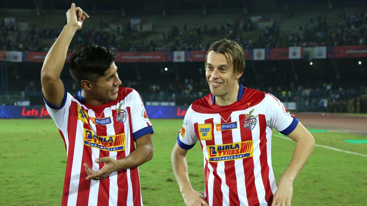 Arata Izumi Javier Lara Grande Atletico de Kolkata Kerala Blasters FC ISL season 2 13102015