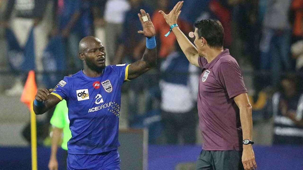 Achille Emana Alexandre Guimaraes Mumbai City FC Chennaiyin FC ISL 4 2017/2018