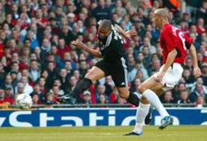 Ronaldo Luis Nazario de Lima vs. Manchester United, 2003