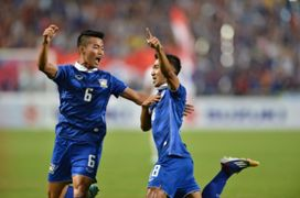 Chanathip Songkrasin - Thailand vs Philippines 10122014
