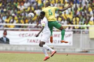 John Bocco (L) of Azam FC fights for aerial ball with Kelvin Yondani of Young Africans SC