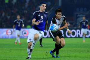 Johor Darul Ta'zim's Jorge Pereyra Diaz (left) in his team's match against T-Team 24/9/2016