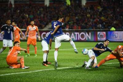 Johor Darul Ta'zim's players and PKNS challenging for the ball 2016