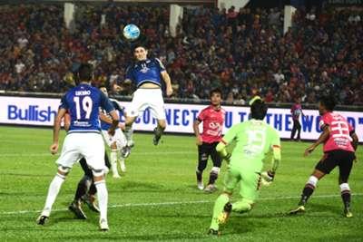 Johor Darul Ta'zim's Jorge Pereyra Diaz attempting a header against Kelantan 26/7/2016