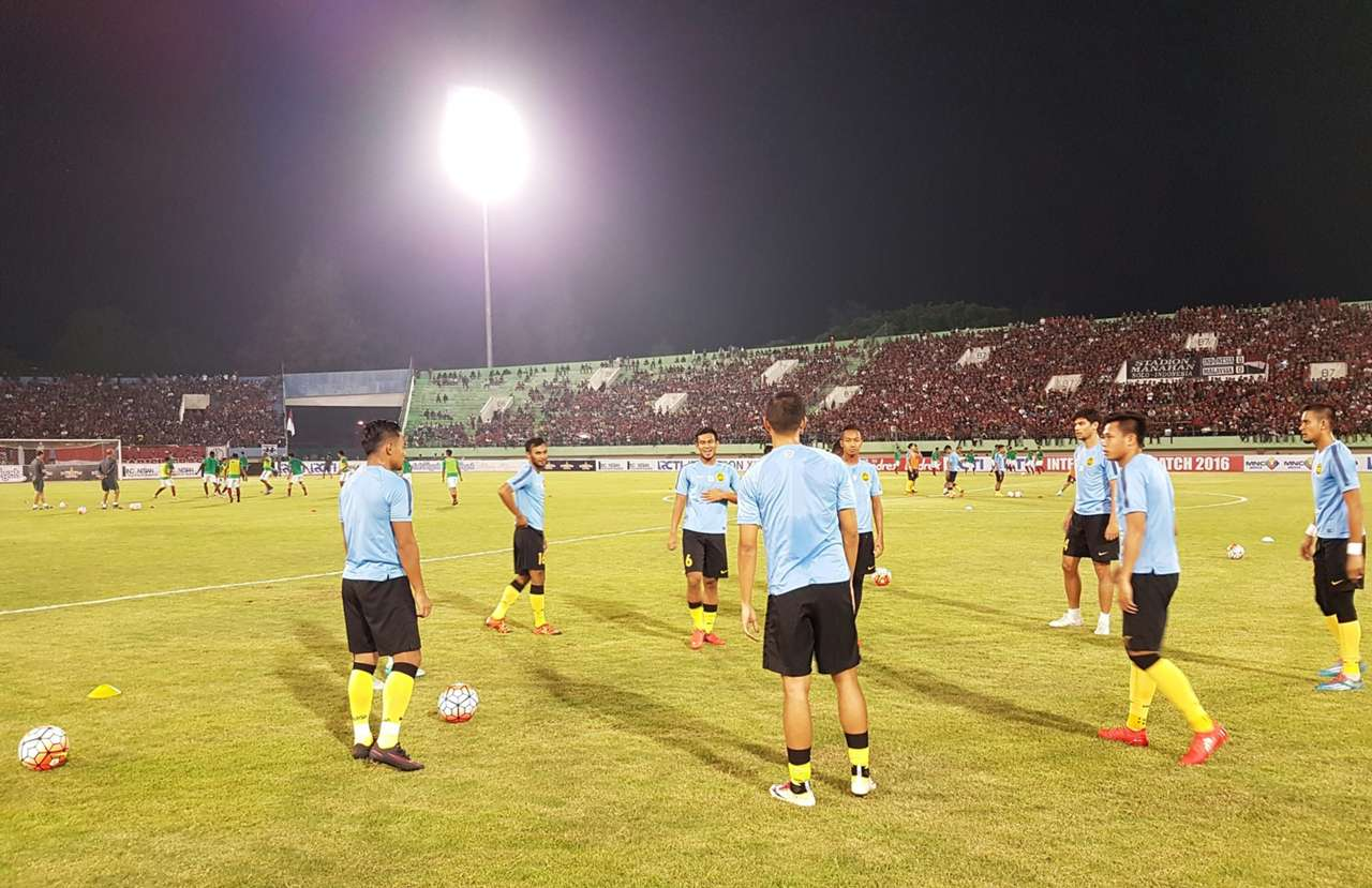 Malaysia warming up before their friendly against Indonesia 6/9/2016