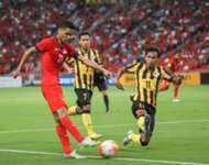 Malaysia's Baddrol Bakhtiar slides in to block Singapore's Safuwan Baharudin