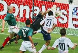 Óscar Perez con México en el Mundial del 2002