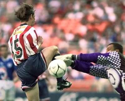 Oscar Pérez con Cruz Azul en 1997