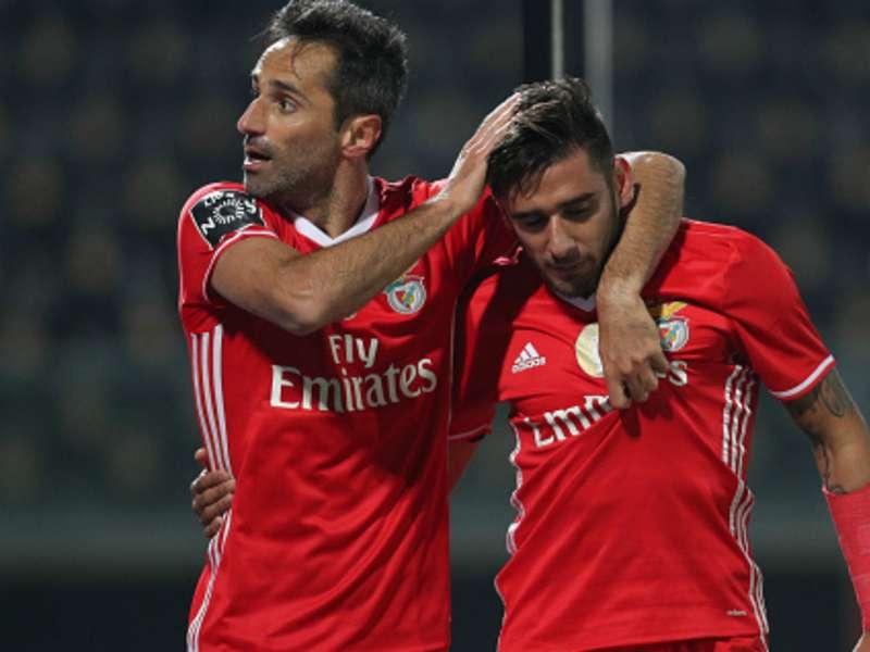VIDEO - Kip houdt duel Benfica op | Goal.com