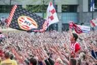 Massale toejuichen fans PSV