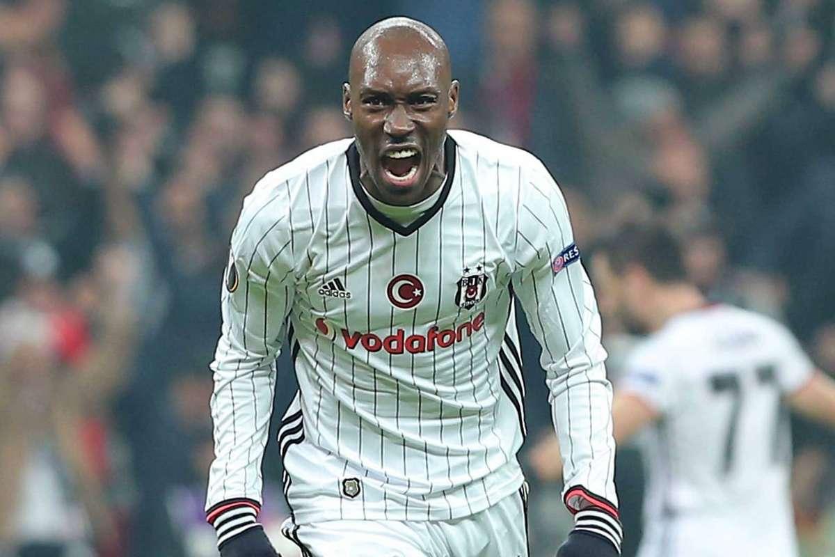 Beşiktaş Atiba Hutchinson'La Anlaşmayı Tamamladı !