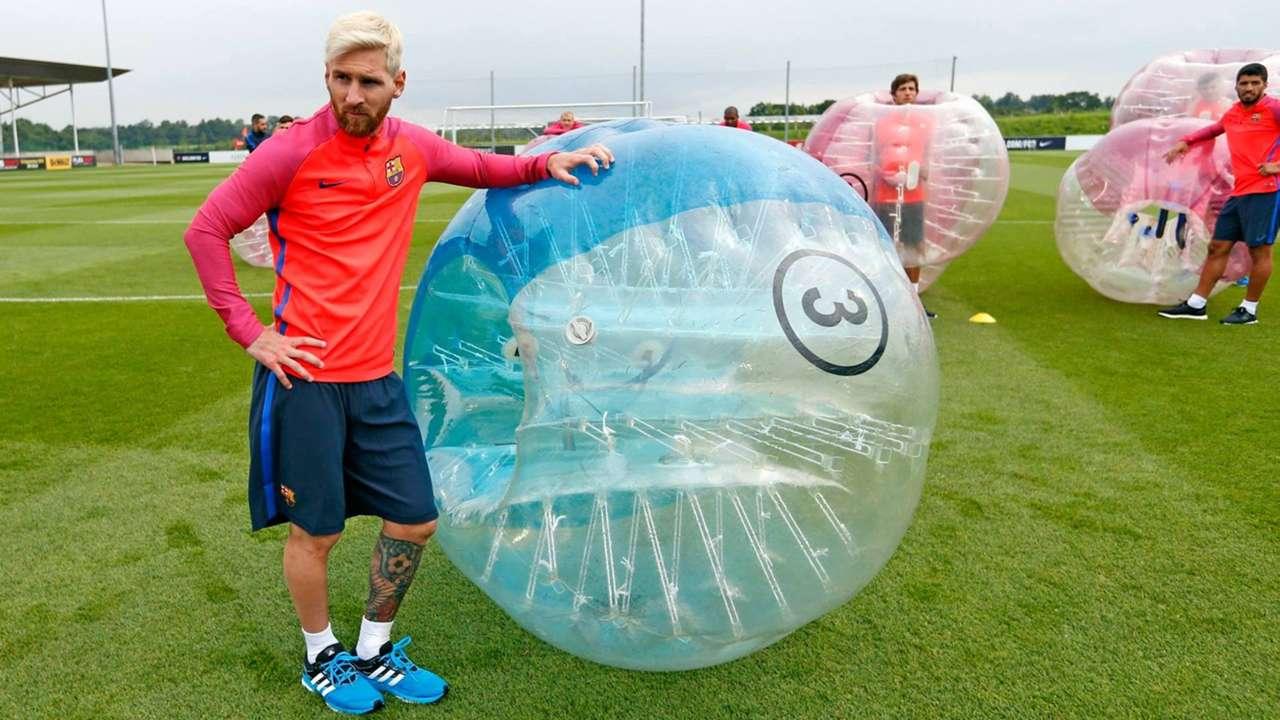 Lionel Messi Barcelona train balloon