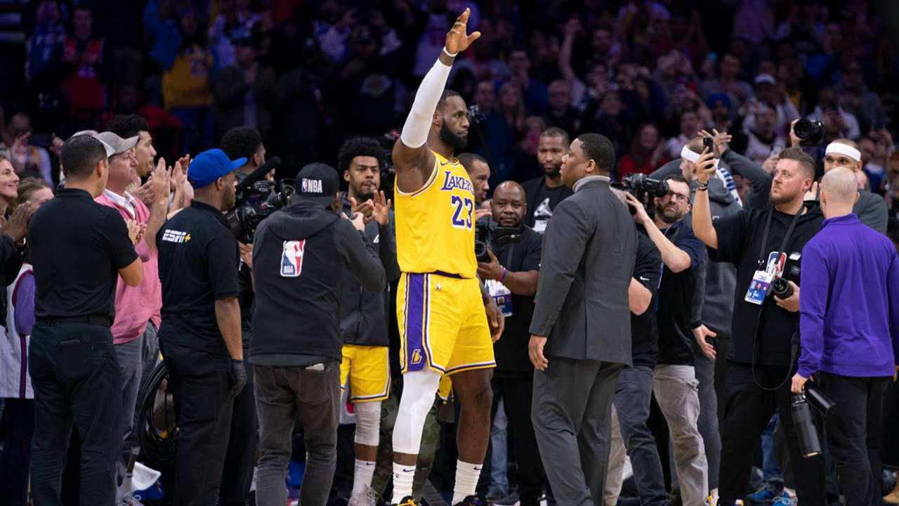 LeBron James acknowledges the crowd after passing Kobe Bryant on the all-time scorers list
