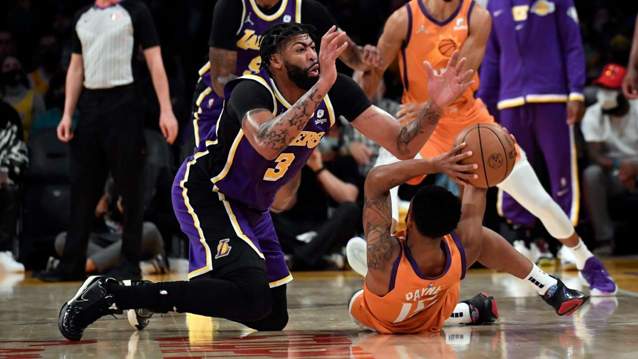 Anthony Davis dives for a loose ball during the Lakers loss to Phoenix