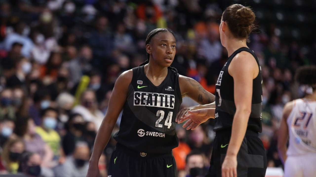 Jewell Lloyd exploded for 37 points as the Seattle Storm defeated the Phoenix Mercury