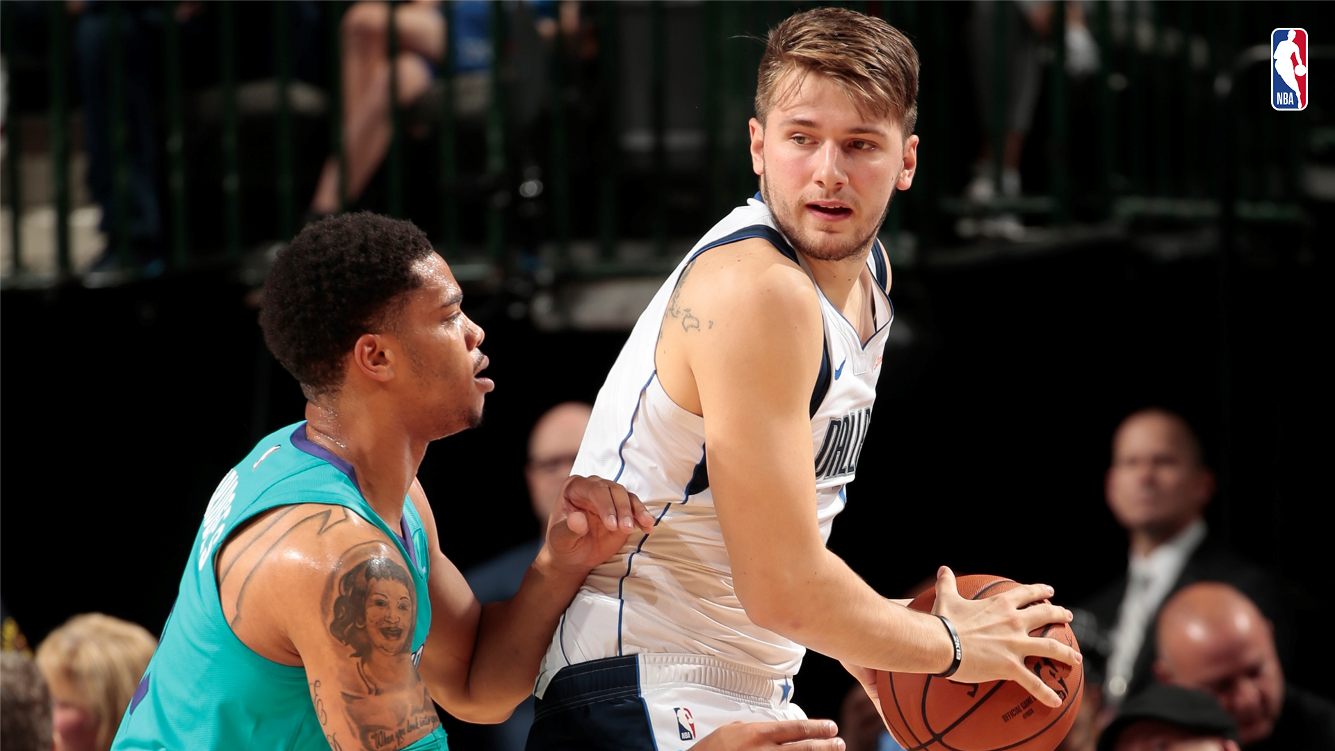 Luka Doncic contra los Hornets