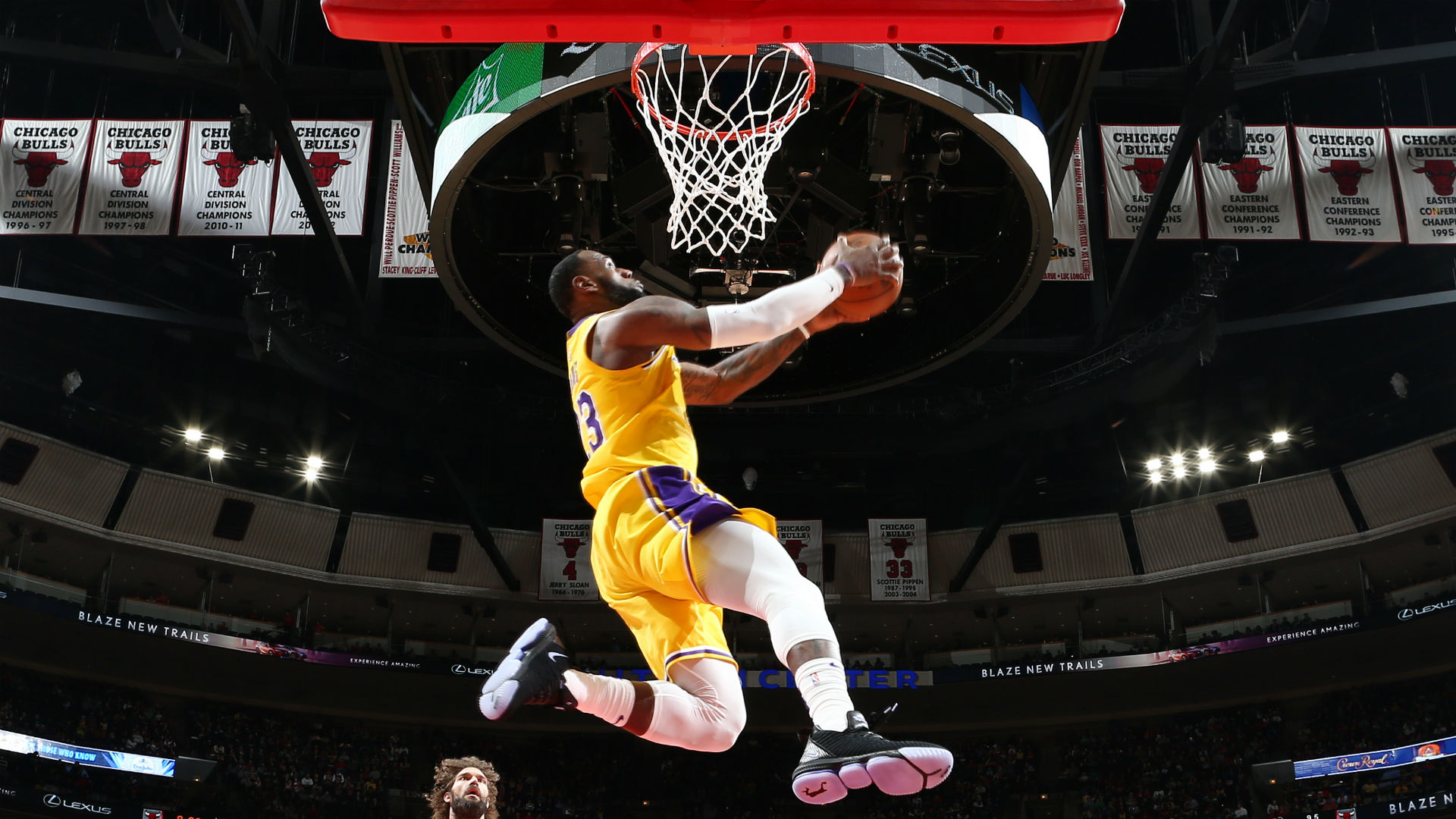 Lebron James Steals The Show With Two Big Dunks In Lakers Win Over Bulls Nba Com Canada The Official Site Of The Nba