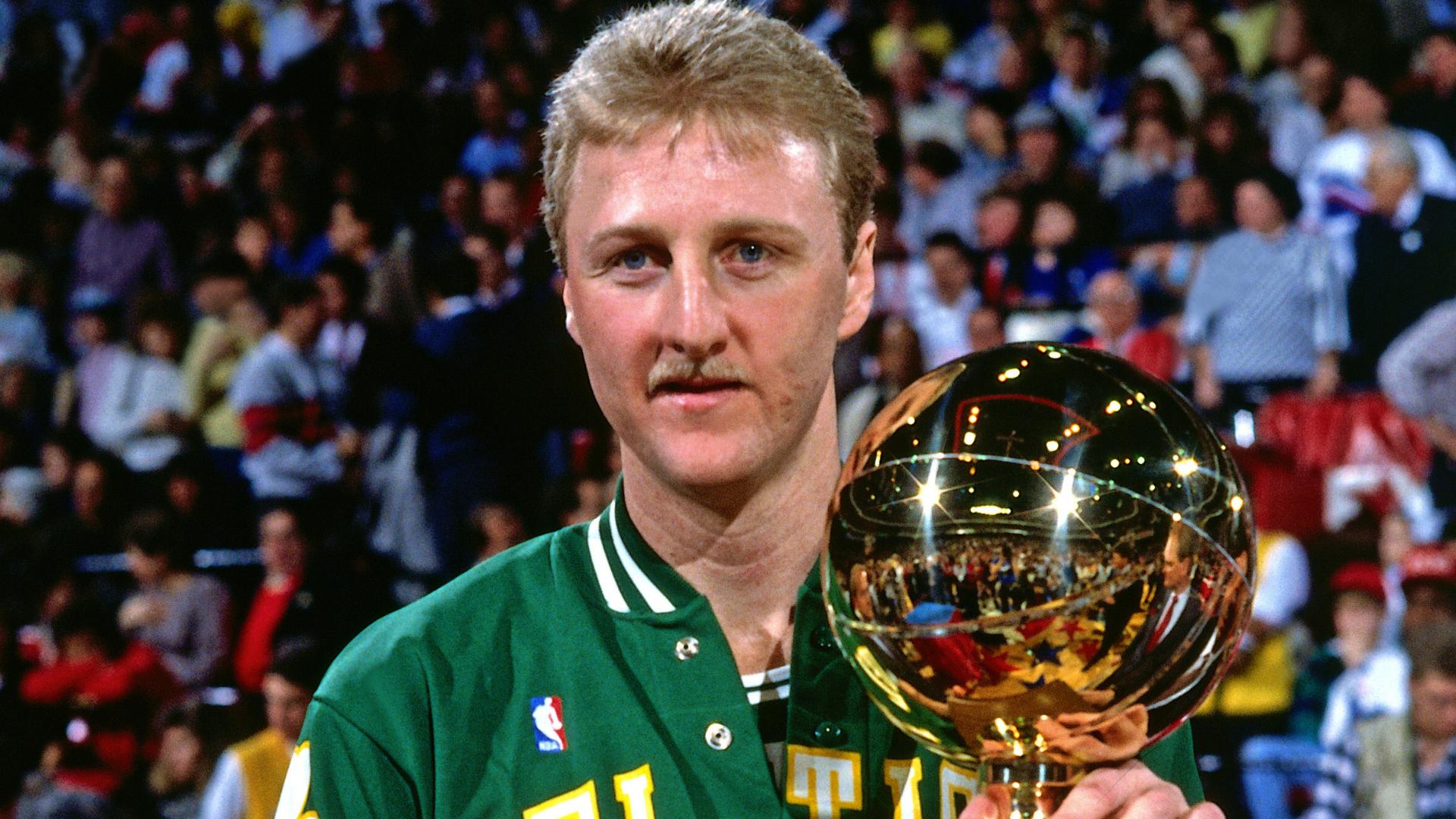 Larry Bird, campeón del concurso de triples de 1988