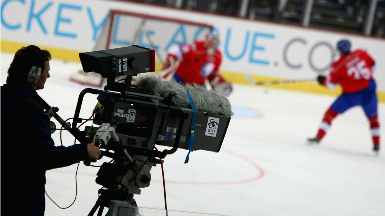 TV-camera-hockey-10292008-Getty-FTR
