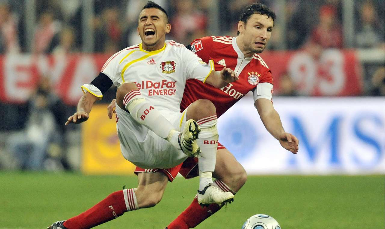 Arturo Vidal Mark van Bommel Bayer Leverkusen Bayern Munchen