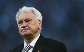 Manager Sir Bobby Robson of Newcastle United